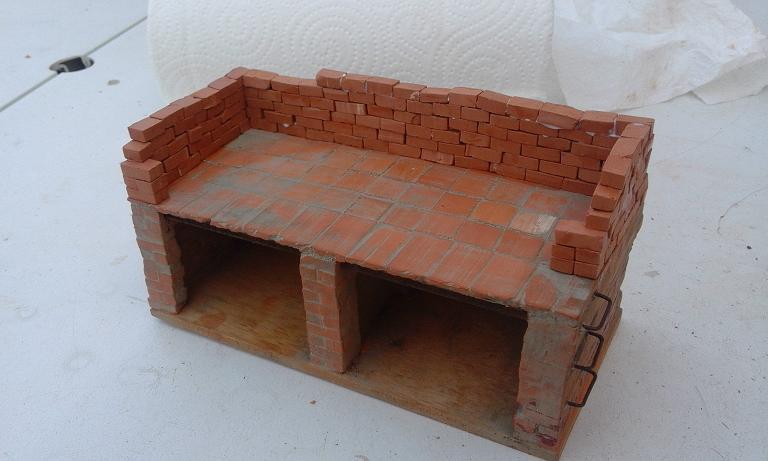 Construcció d'una carbonera d'inspiració lliure. A_1815