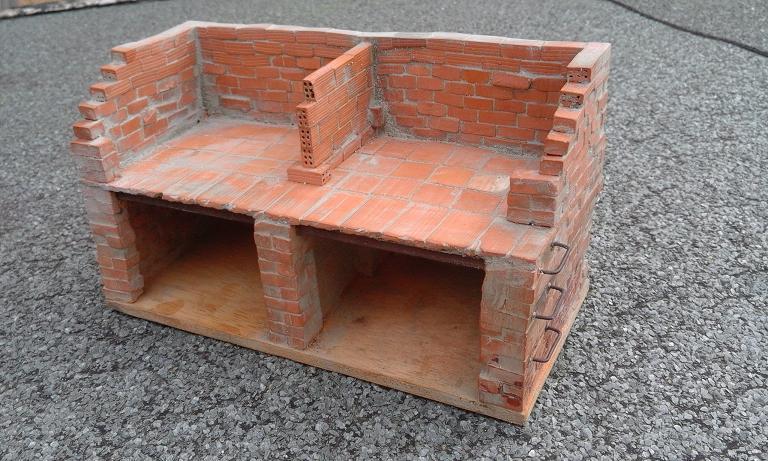 Construcció d'una carbonera d'inspiració lliure. A_1914