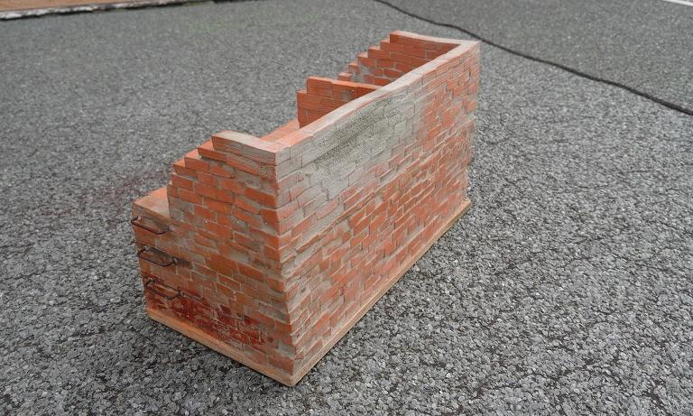 Construcció d'una carbonera d'inspiració lliure. A_2014