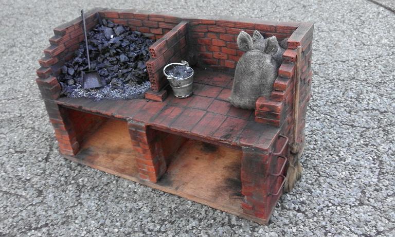 Construcció d'una carbonera d'inspiració lliure. A_2214
