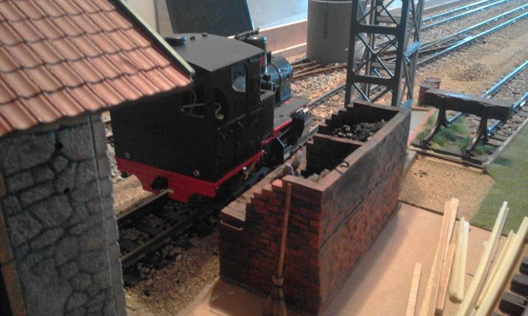 Construcció d'una carbonera d'inspiració lliure. A_2414