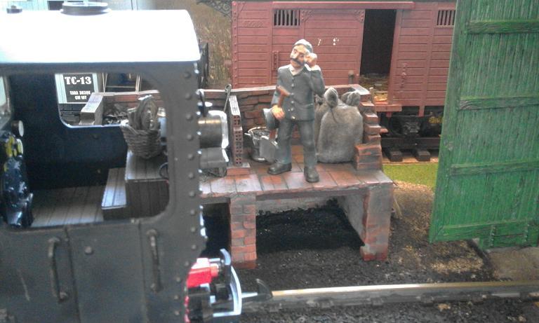 Construcció d'una carbonera d'inspiració lliure. A_2913