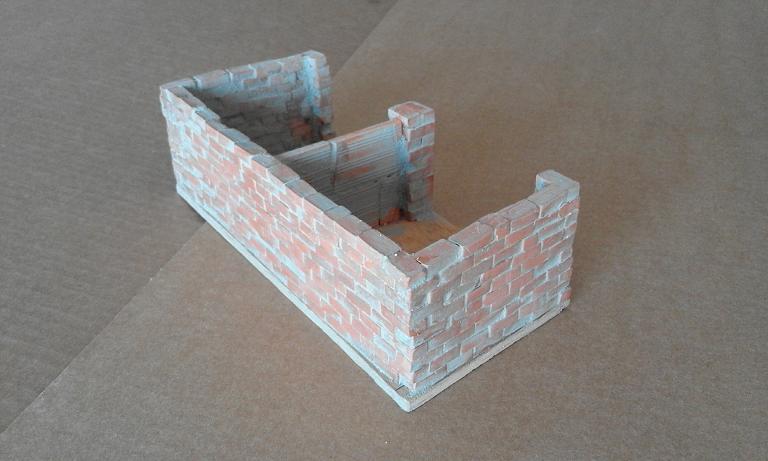 Construcció d'una carbonera d'inspiració lliure. A_319