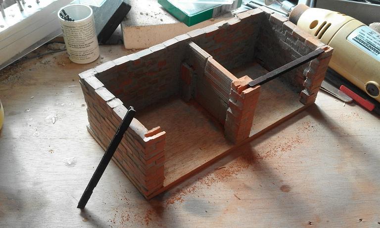 Construcció d'una carbonera d'inspiració lliure. A_518