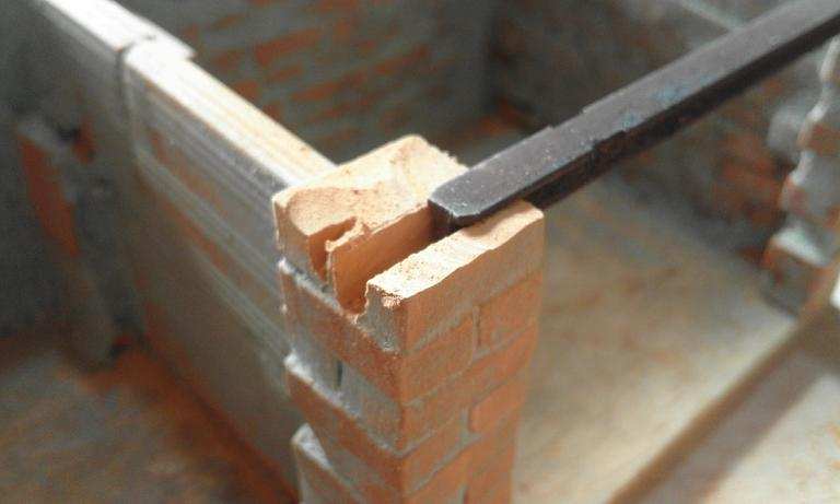 Construcció d'una carbonera d'inspiració lliure. A_715