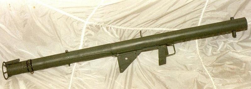 Le lance roquette U.S. M1 A1 de 2,36 pouces (60mm). Lfac_a16