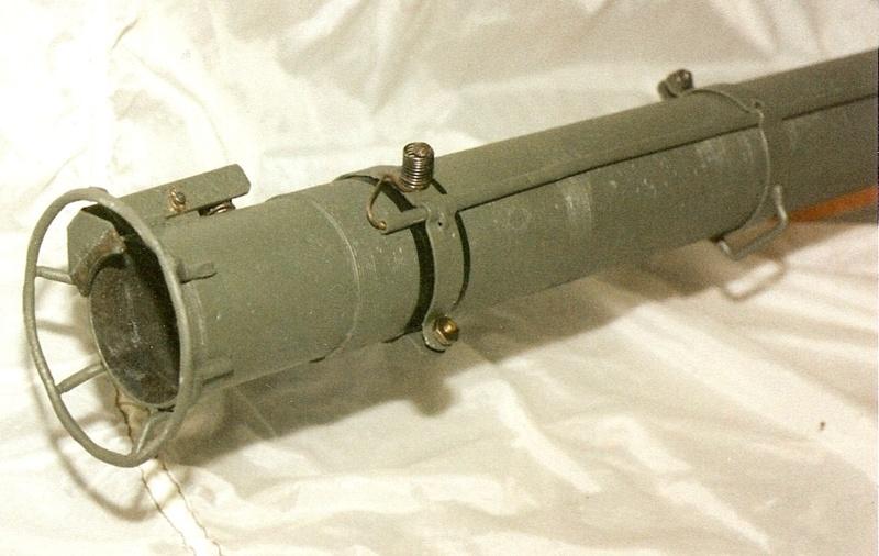 Le lance roquette U.S. M1 A1 de 2,36 pouces (60mm). Lfac_a20