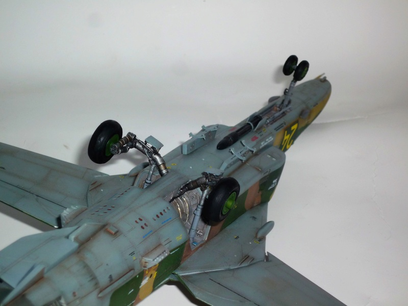 "MiG-27 ""Flogger-D""; Trumpeter 1/48 - Page 4 P1100310"
