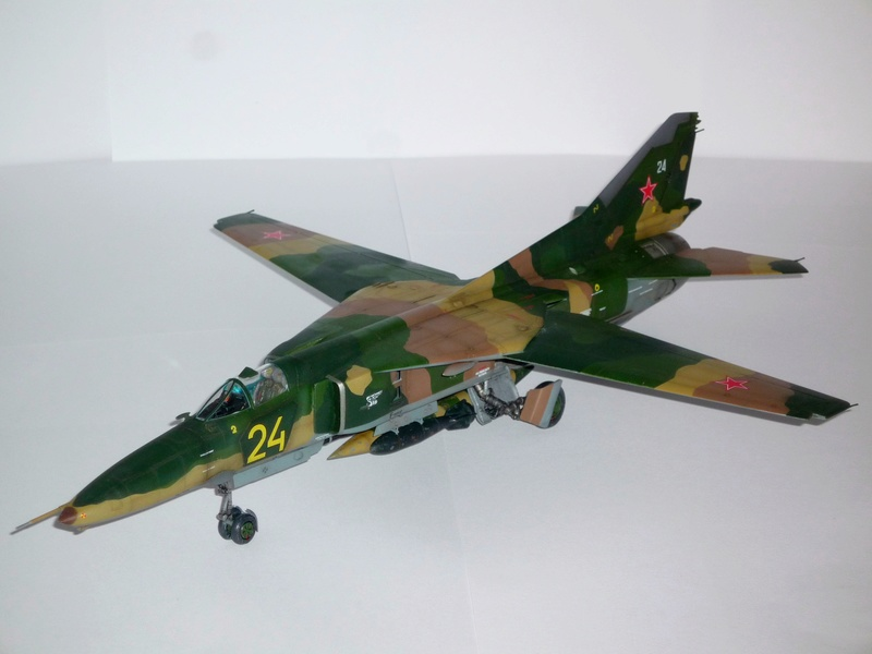 "MiG-27 ""Flogger-D""; Trumpeter 1/48 - Page 4 P1100313"