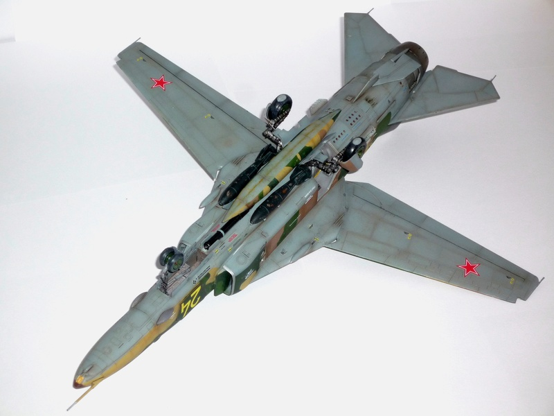 "MiG-27 ""Flogger-D""; Trumpeter 1/48 - Page 4 P1100314"