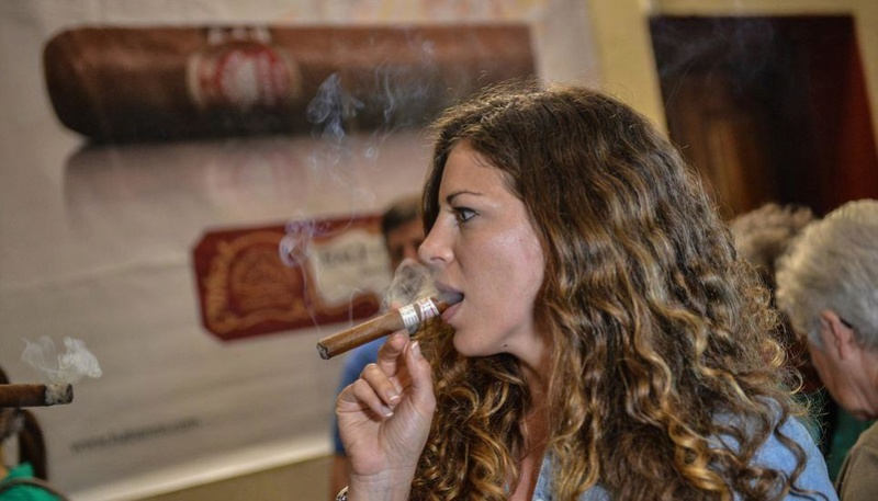 Female pipe smokers Cigar10