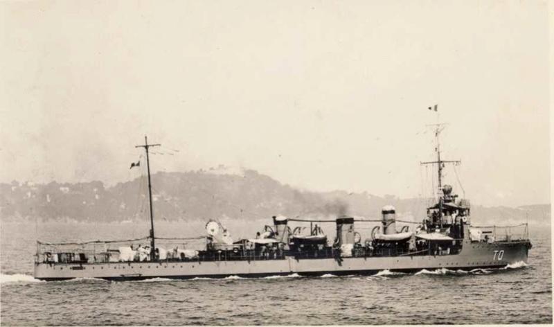 Identification de navires - Page 29 Touare10