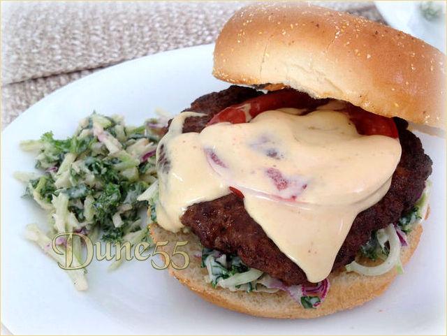 Hamburger asiatique avec mayonnaise Sriracha  Vfctdn10