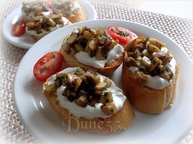 Toast de champignons et tartinade à la crème sure Z3r4q710