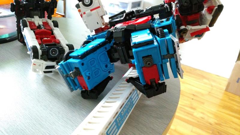 Avez-vous déjà cassé un Transformers? - Page 5 Img_2010