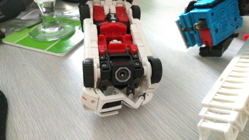 Avez-vous déjà cassé un Transformers? - Page 5 Img_2011