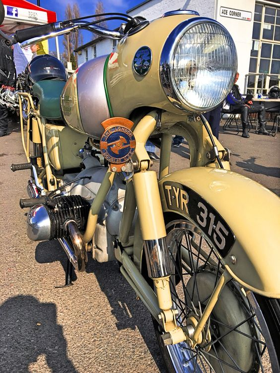 PHOTOS - BMW - Bobber, Cafe Racer et autres... - Page 13 E3247f10