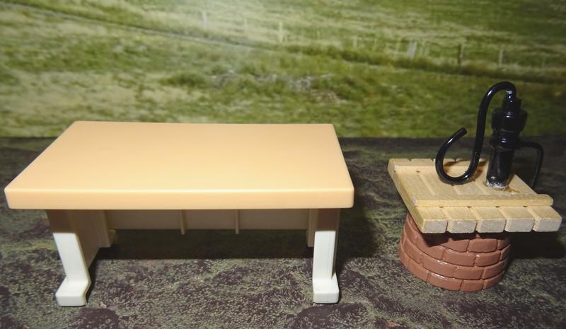 Ranch Ponderosa mit Plastik-Möbeln in der Figurengröße 9 cm 024a_s10