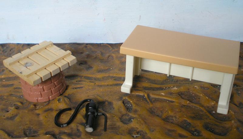 Ranch Ponderosa mit Plastik-Möbeln in der Figurengröße 9 cm 024b_s10