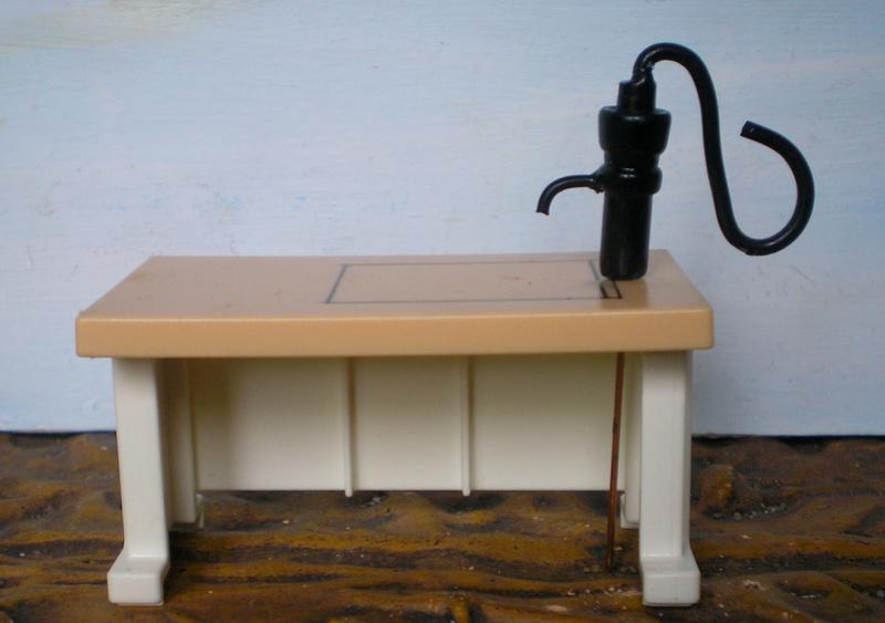 Ranch Ponderosa mit Plastik-Möbeln in der Figurengröße 9 cm 024d1b10