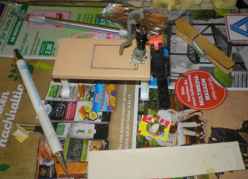 Ranch Ponderosa mit Plastik-Möbeln in der Figurengröße 9 cm 024d4g10