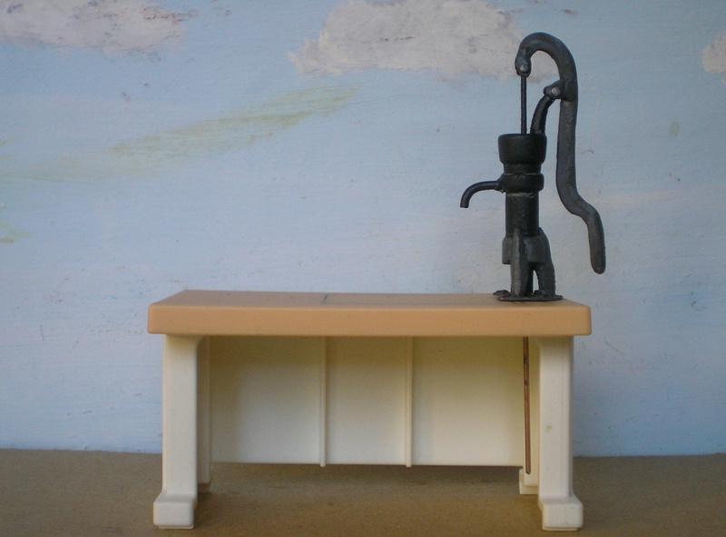 Ranch Ponderosa mit Plastik-Möbeln in der Figurengröße 9 cm 024d5d10