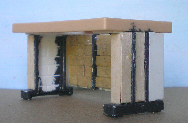Ranch Ponderosa mit Plastik-Möbeln in der Figurengröße 9 cm 024e3c11