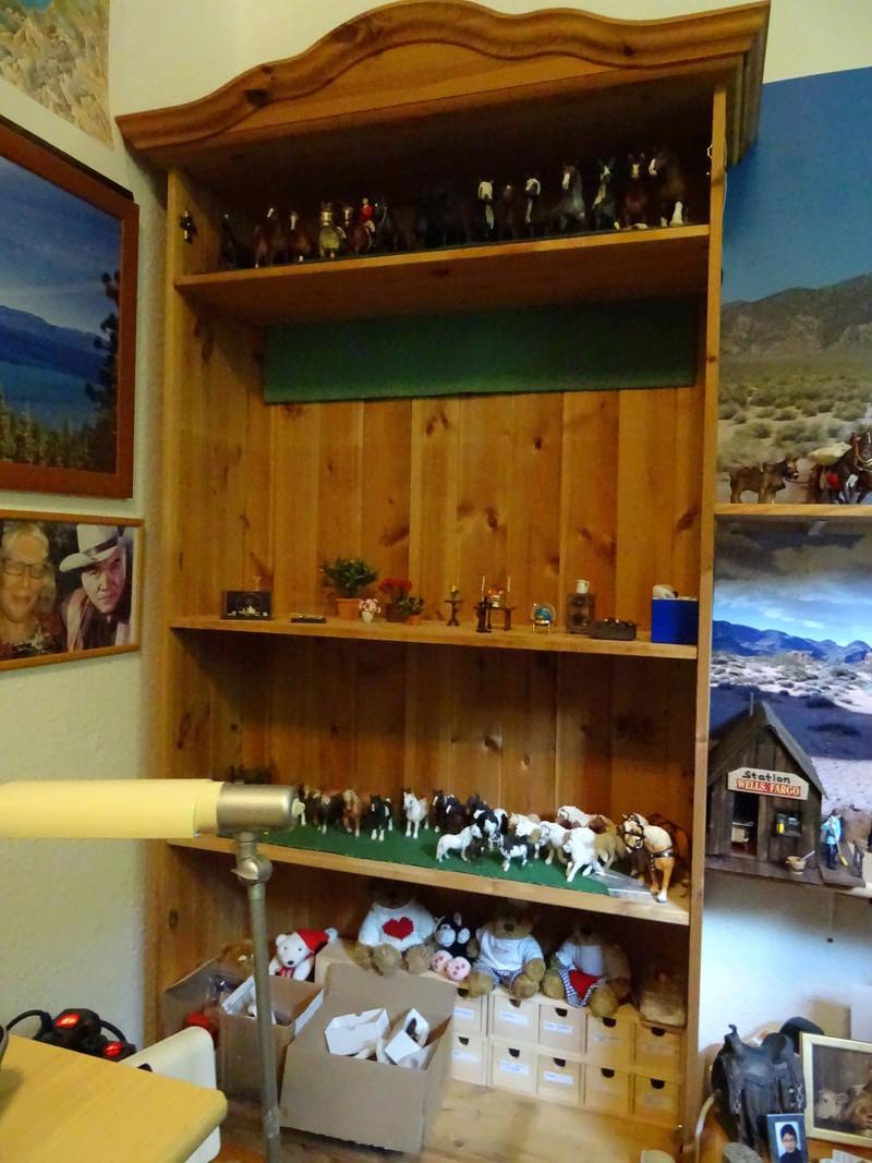 Ranch Ponderosa mit Plastik-Möbeln in der Figurengröße 9 cm 03a_st10