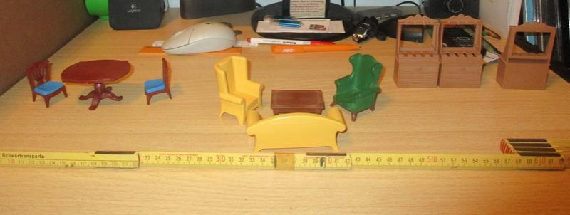 Ranch Ponderosa mit Plastik-Möbeln in der Figurengröße 9 cm 03b_my10