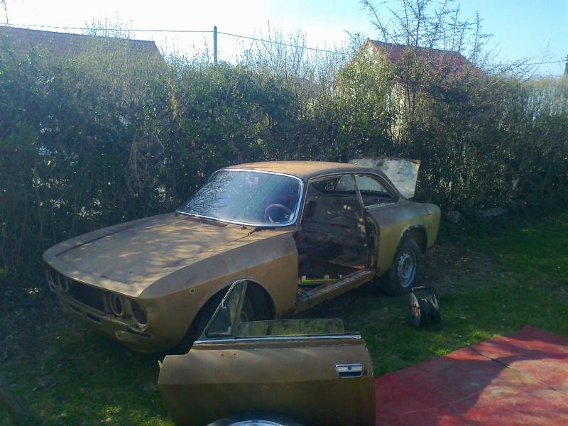 début restauration coupe bertone 1750 - Page 2 Photo010