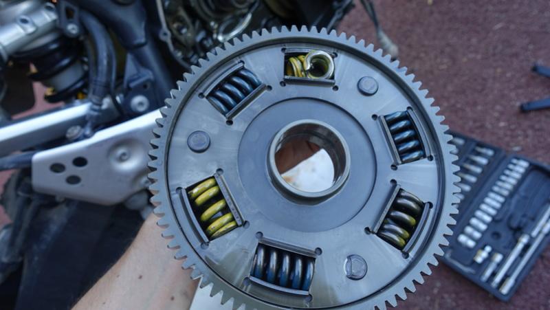 XTZ 1200 Cloche d'embrayage à ressort cassée Dsc06412