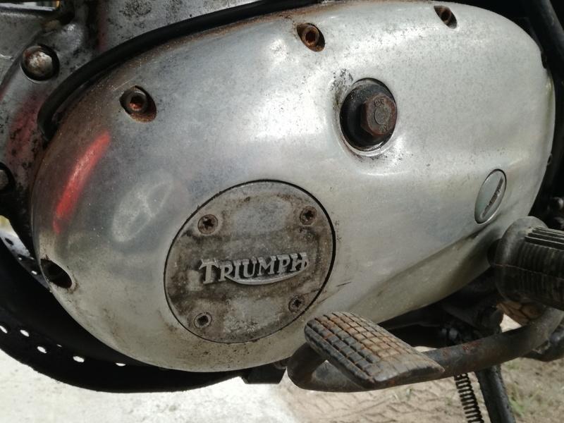 Triumph TR25 W dans son jus ! Img_2014