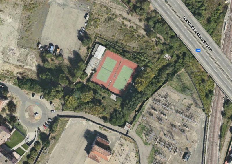 Campi da Tennis abbandonati Scherm11