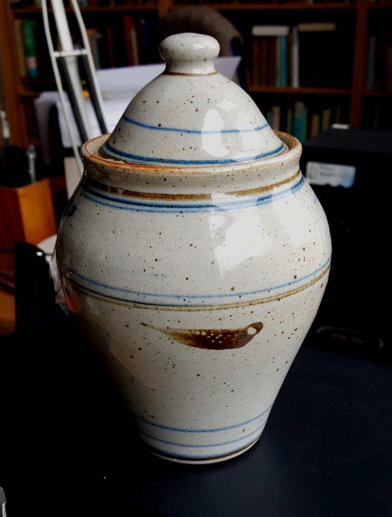 Large lidded Pot with GG mark - possibly Gillian Grigg, Australia 20170815
