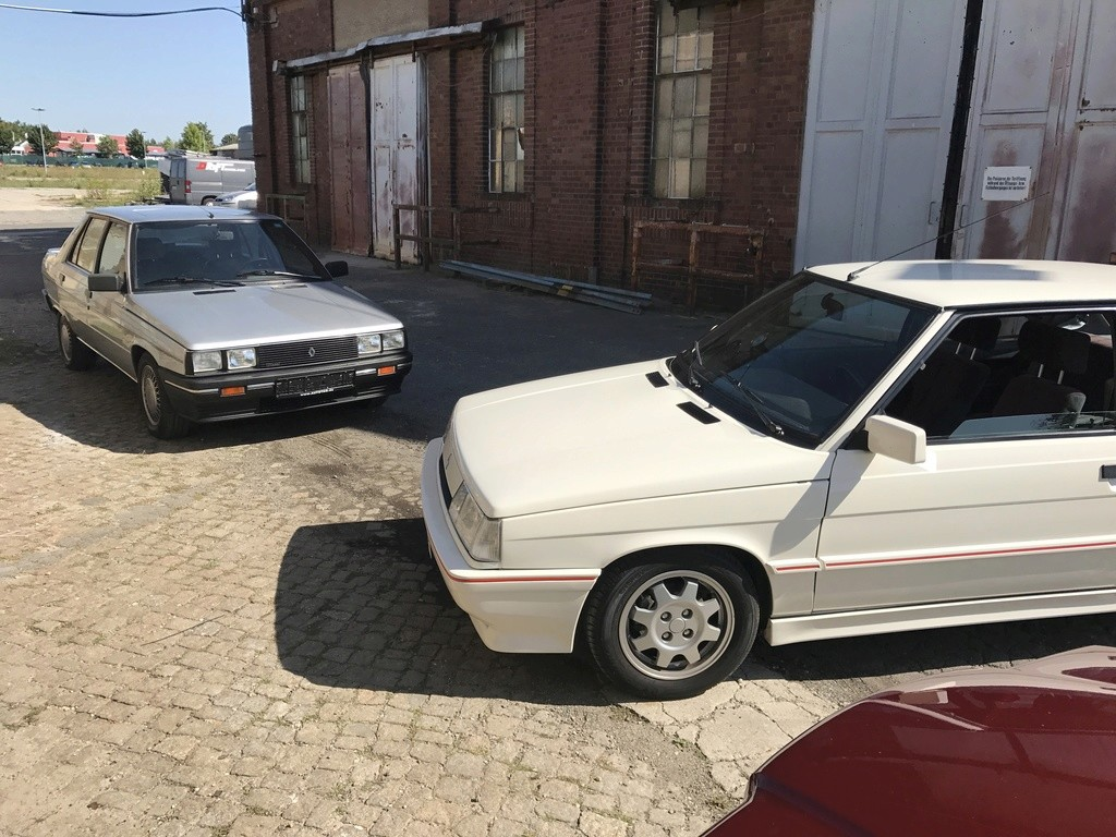 R11 Turbo ph2 1988 white ....23.000km Img_8110