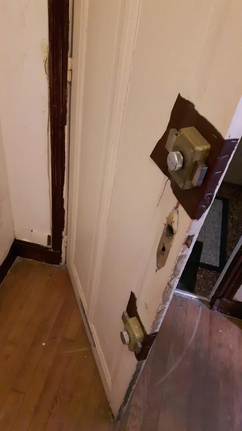 Renforcement d'une porte en chêne d'appartement 20170811