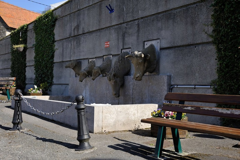 STREET VIEW : Les statues d'animaux dans le monde - Page 4 67581910