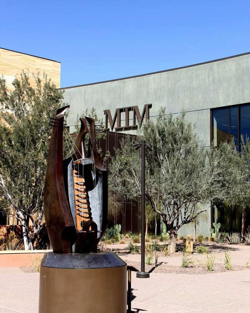 Le plus grand musée d'instruments de musique au monde ( Musical Instrument Museum) à Phoenix en Arizona aux USA. 68435310