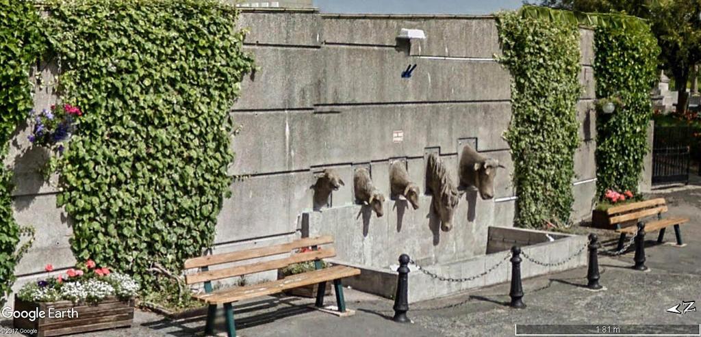 STREET VIEW : Les statues d'animaux dans le monde - Page 4 Abreuv11