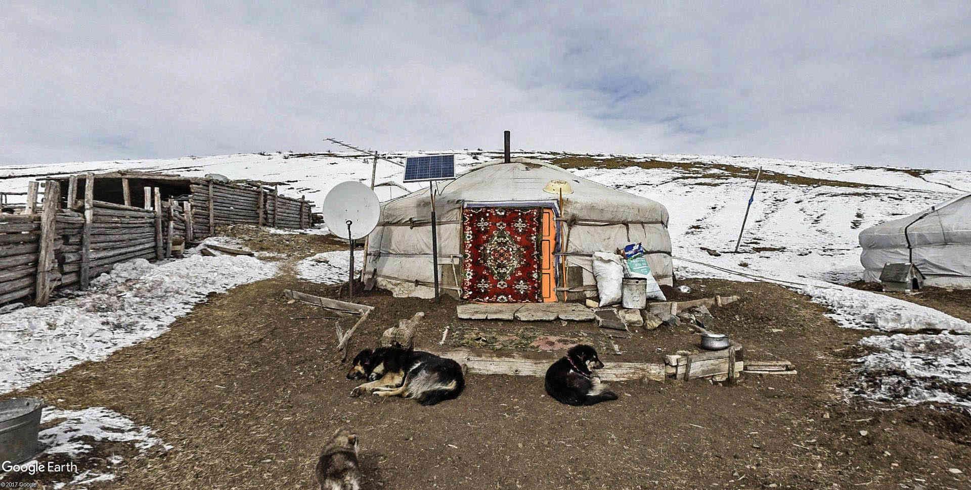 Yourtes en Mongolie Emchii17