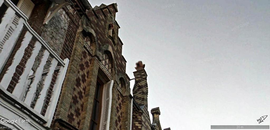 Cheminée en spirale à Étretat en France . Maison10