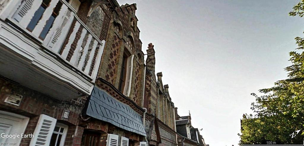 Cheminée en spirale à Étretat en France . Maison11