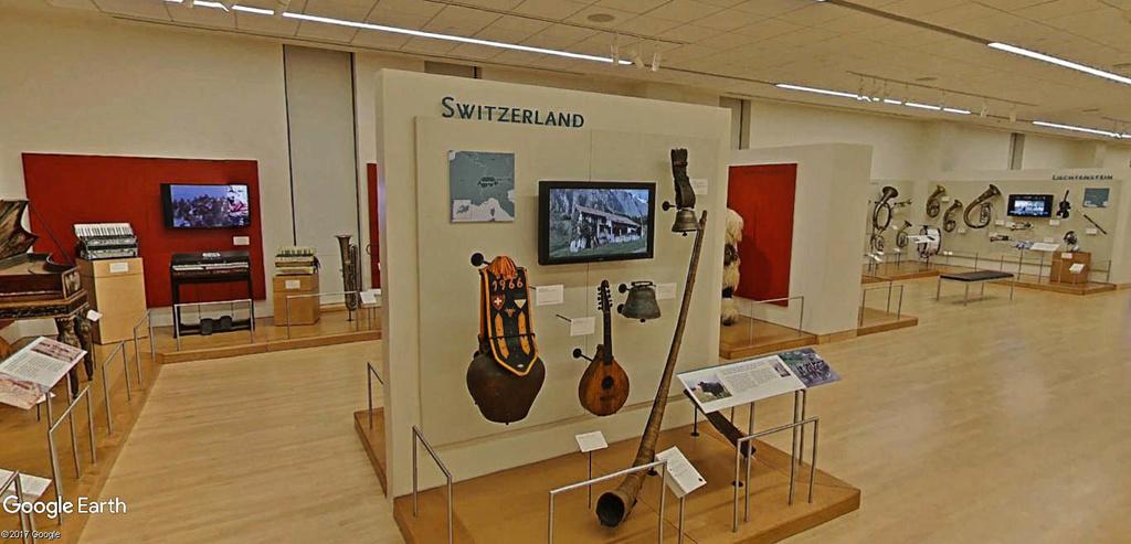 Le plus grand musée d'instruments de musique au monde ( Musical Instrument Museum) à Phoenix en Arizona aux USA. Musye_13