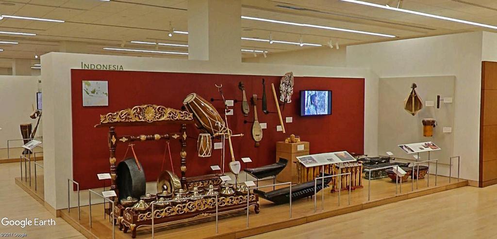 Le plus grand musée d'instruments de musique au monde ( Musical Instrument Museum) à Phoenix en Arizona aux USA. Musye_14