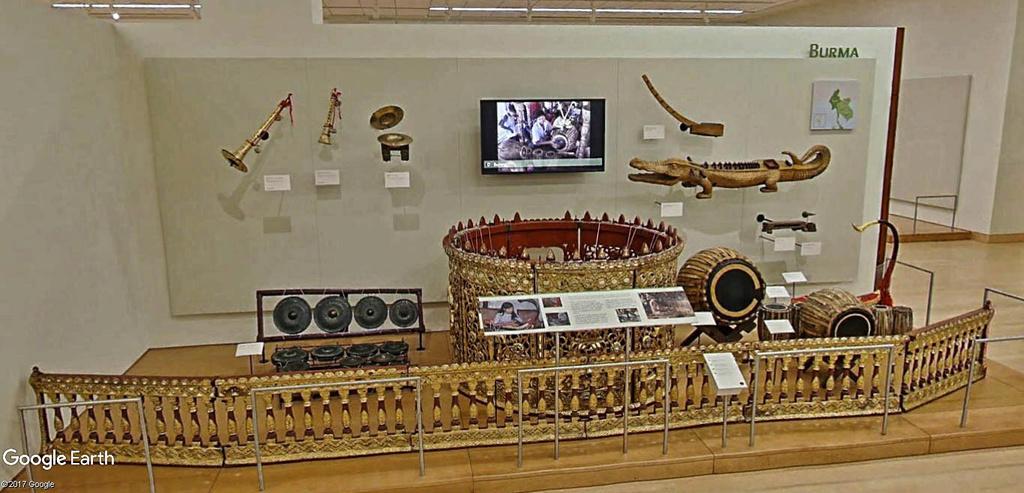Le plus grand musée d'instruments de musique au monde ( Musical Instrument Museum) à Phoenix en Arizona aux USA. Musye_24