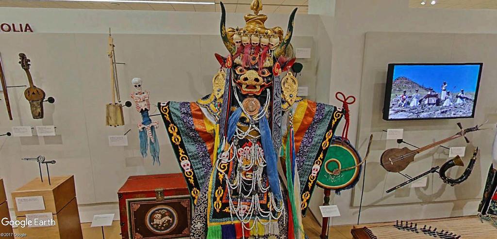 Le plus grand musée d'instruments de musique au monde ( Musical Instrument Museum) à Phoenix en Arizona aux USA. Musye_25