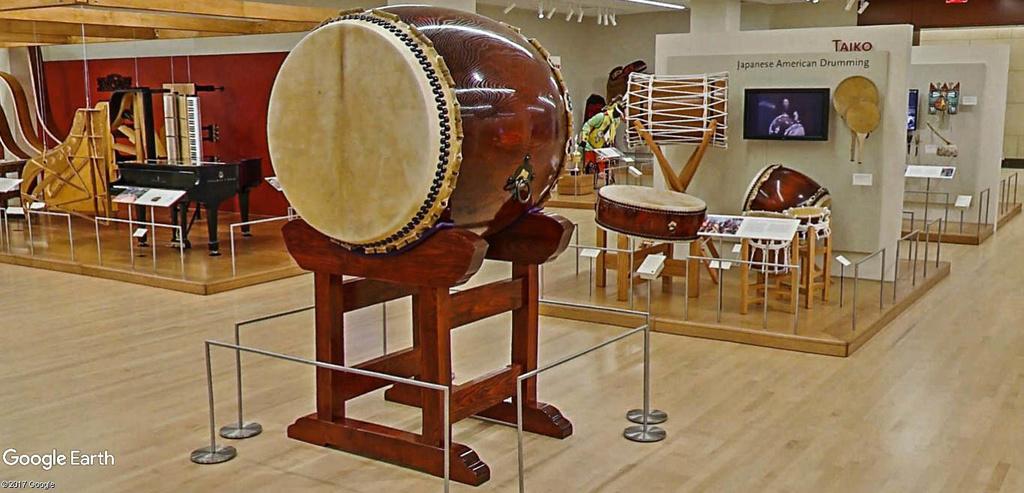 Le plus grand musée d'instruments de musique au monde ( Musical Instrument Museum) à Phoenix en Arizona aux USA. Musye_26