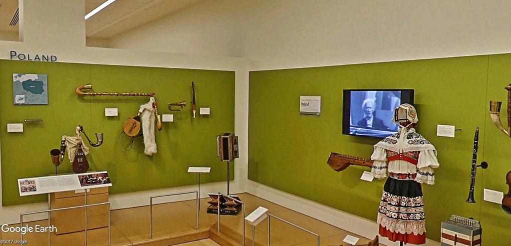 Le plus grand musée d'instruments de musique au monde ( Musical Instrument Museum) à Phoenix en Arizona aux USA. Musye_28