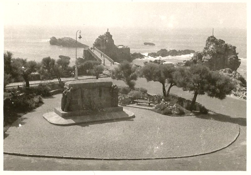 [ Histoires et histoire ] Monuments aux morts originaux Français Tome 2 - Page 3 Numyri11