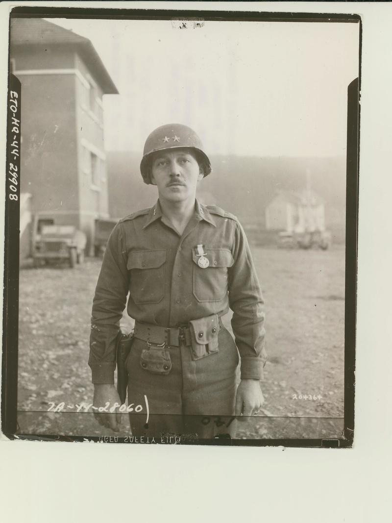 Les Images de la Seconde Guerre Mondiale - Page 17 20436410